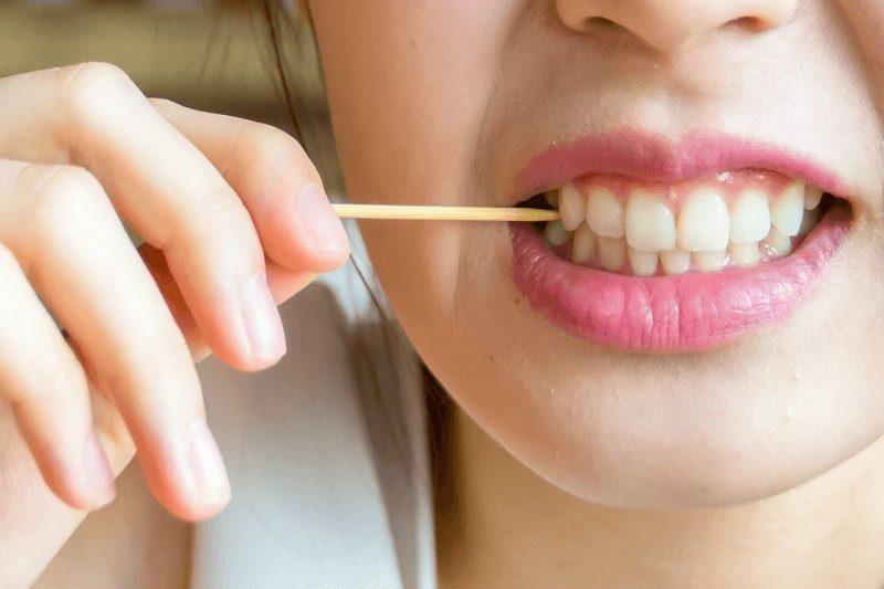 Dùng tăm xỉa răng có làm răng bị thưa không ?