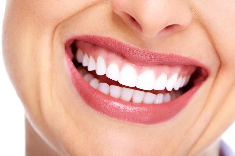 Bọc răng sứ bị đổi màu không? Đổi màu phải làm sao?