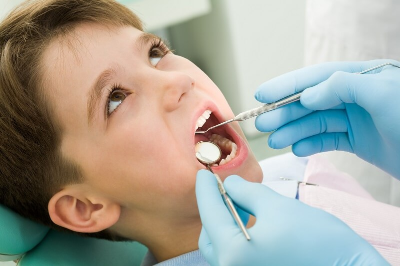 Nguyên nhân, tác hại và cách điều trị sâu răng ở trẻ em