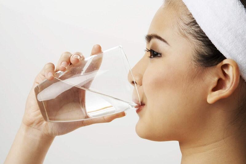 Súc miệng nước muối mang đến nhiều lợi ích bất ngờ