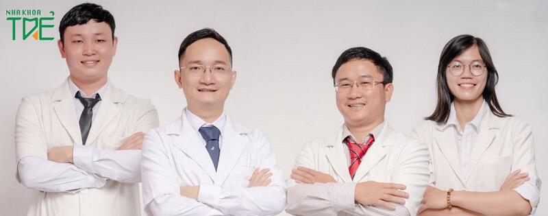 Bác sĩ Nguyễn Huy Hoàng và các bác sĩ tại địa chỉ niềng răng uy tín Nha khoa Trẻ