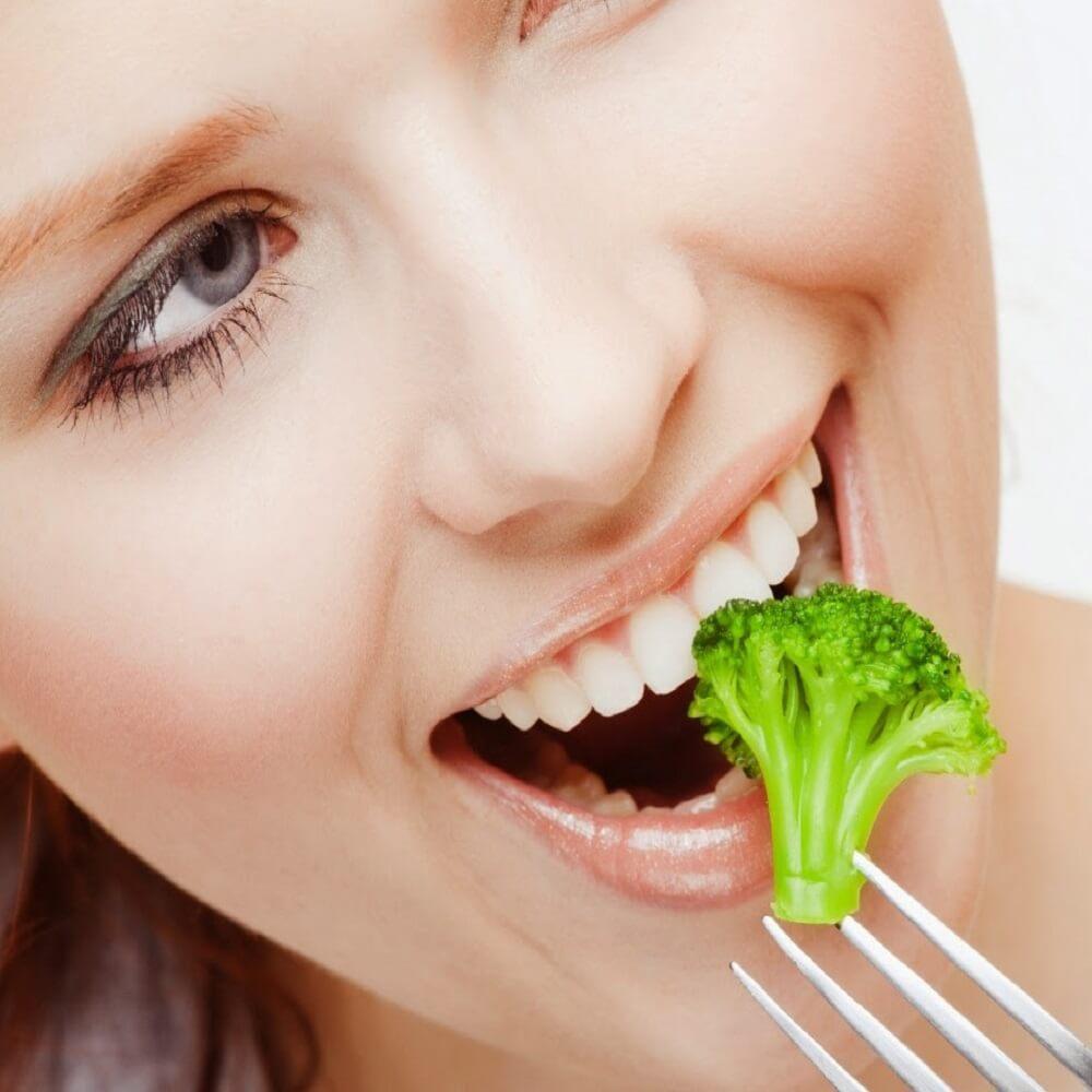 Bọc răng sứ bao lâu thì có thể ăn uống bình thường?