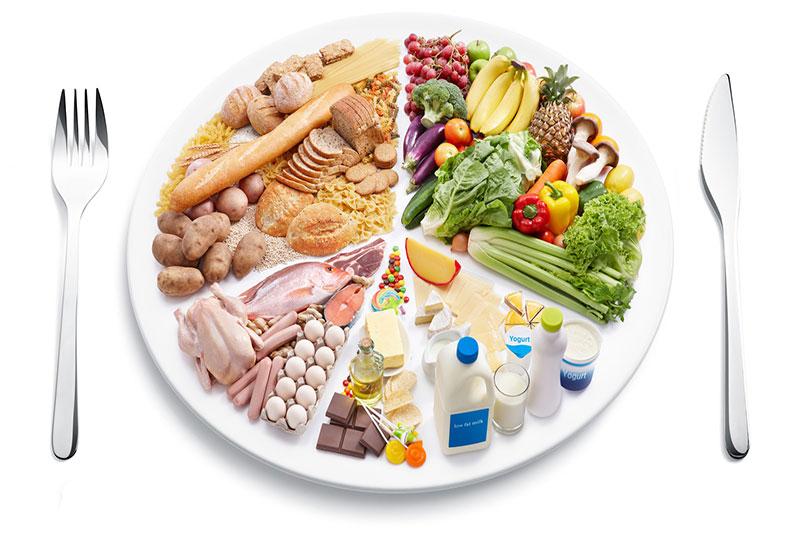 Chế độ ăn uống đầy đủ dinh dưỡng tốt cho sức khỏe răng miệng của trẻ