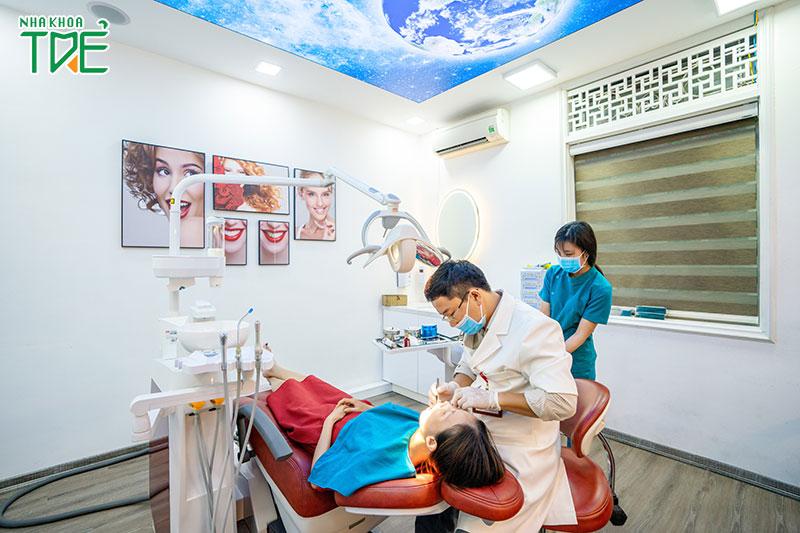 Nha khoa Trẻ thăm khám trồng răng theo quy trình tuần tự đảm bảo an toàn sức khỏe cho bệnh nhân