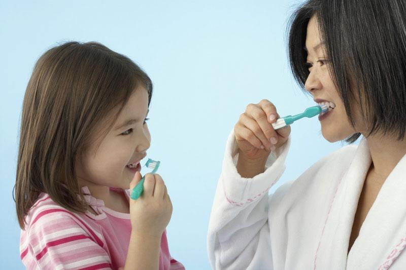 Hướng dẫn trẻ cách bảo vệ răng miệng khỏi sâu răng