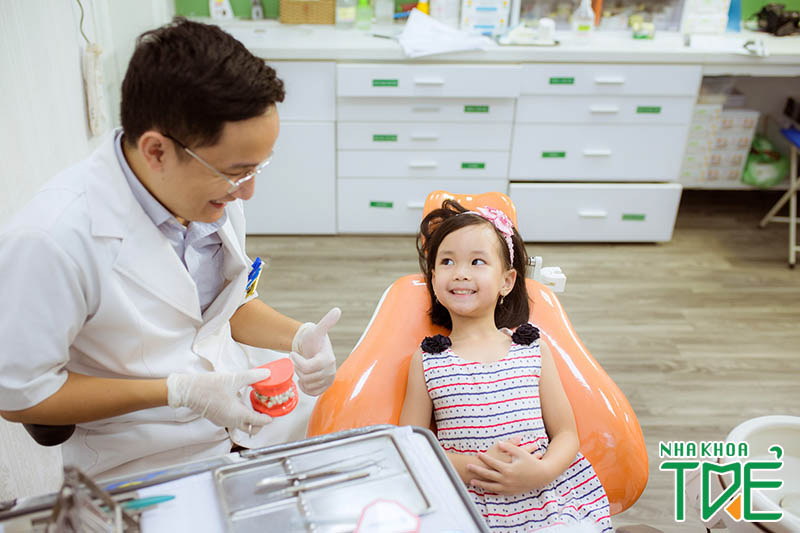 Làm sao để bé thay răng đẹp khi mọc răng vĩnh viễn