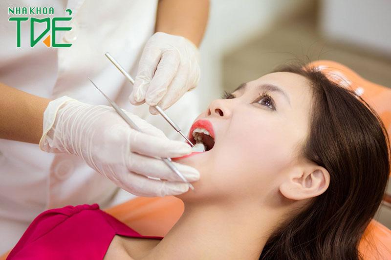 Tái khám định kỳ để bác sĩ kiểm tra tình trạng lành thương răng khôn