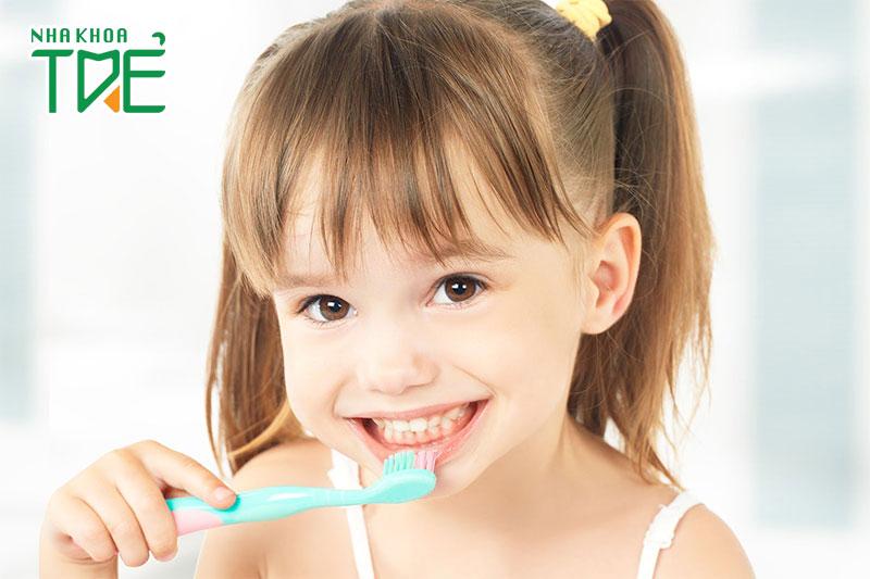Tập cho bé thói quen vệ sinh răng miệng đúng cách ngay từ nhỏ