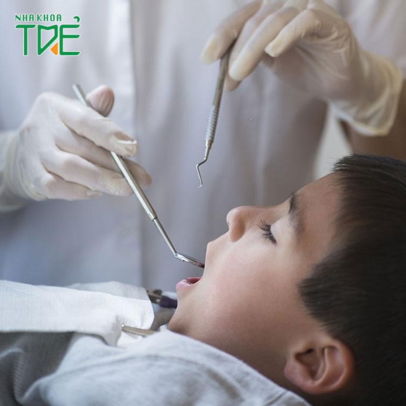 Răng hàm bị sâu ở bé 4 tuổi có nhổ răng được không?
