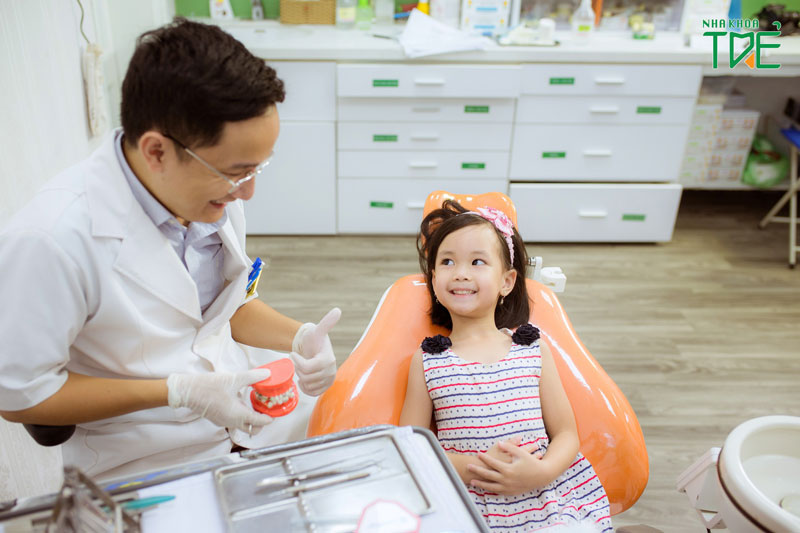 Lưu ý lựa chọn nha khoa uy tín để nhổ răng sữa cho bé
