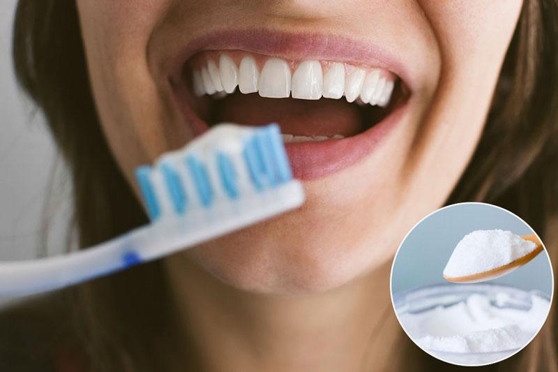 Làm sạch mảng bám trên răng tại nhà bằng baking soda khá hiệu quả