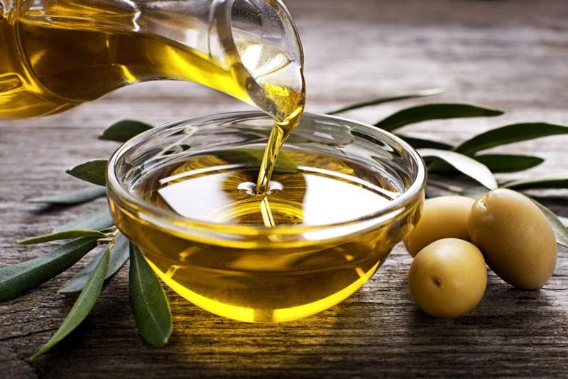 Có thể sử dụng dầu oliu để tẩy mảng bám tại nhà
