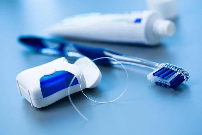 Kết hợp chải răng, dùng chỉ nha khoa và nước súc miệng để vệ sinh răng răng miệng hiệu quả