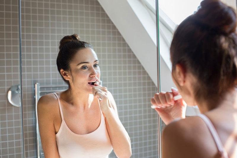 Vệ sinh răng miệng kỹ lưỡng khi mọc răng khôn để ngăn ngừa vi khuẩn