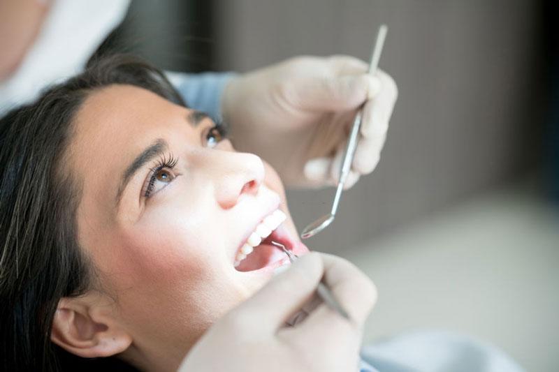 Lấy cao răng siêu âm giúp hạn chế đau nhức cho bạn