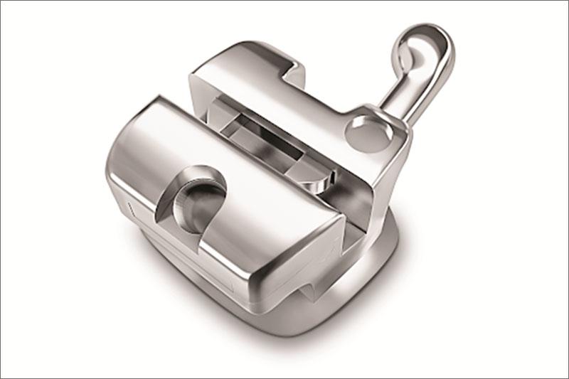 Nắp đóng mở tự động trên mắc cài giúp cố định vững chắc dây cung trong rãnh trượt