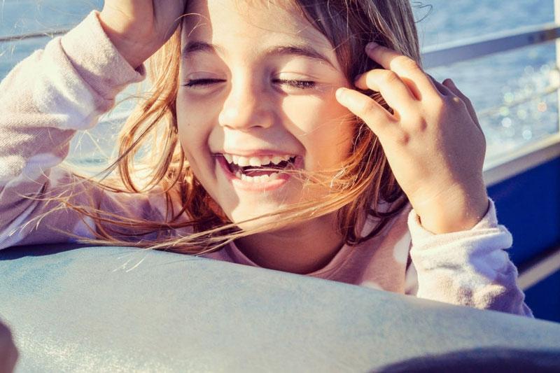 Bố mẹ cần lưu ý chăm sóc kỹ lưỡng cho bé để hàm răng đều đẹp lâu dài