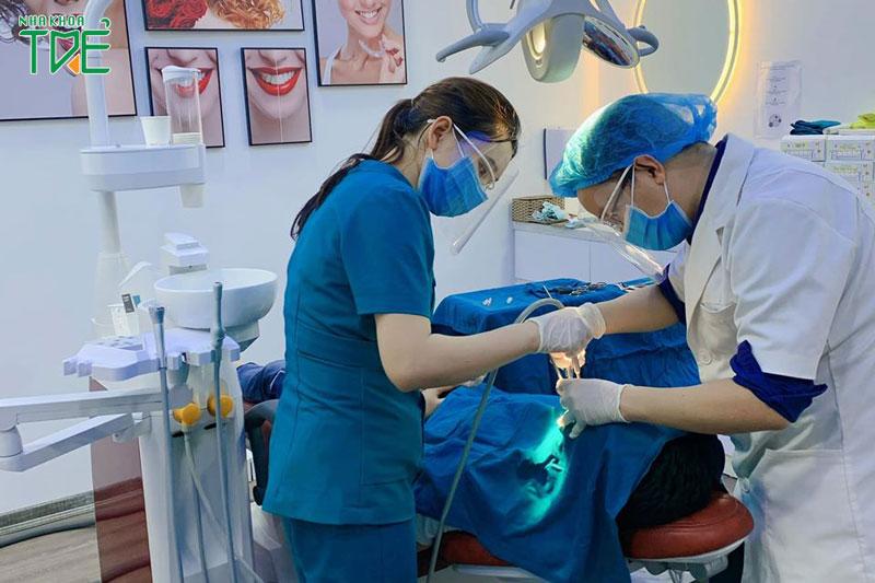 Trồng răng tại Nha Khoa Trẻ theo một quy trình đạt chuẩn quốc tế