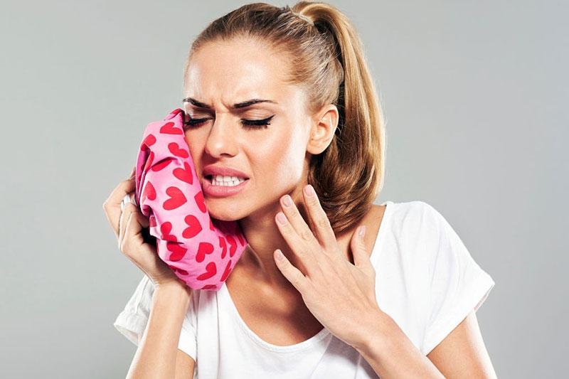Chường lạnh và chườm nóng để giảm đau, giảm sưng sau nhổ răng