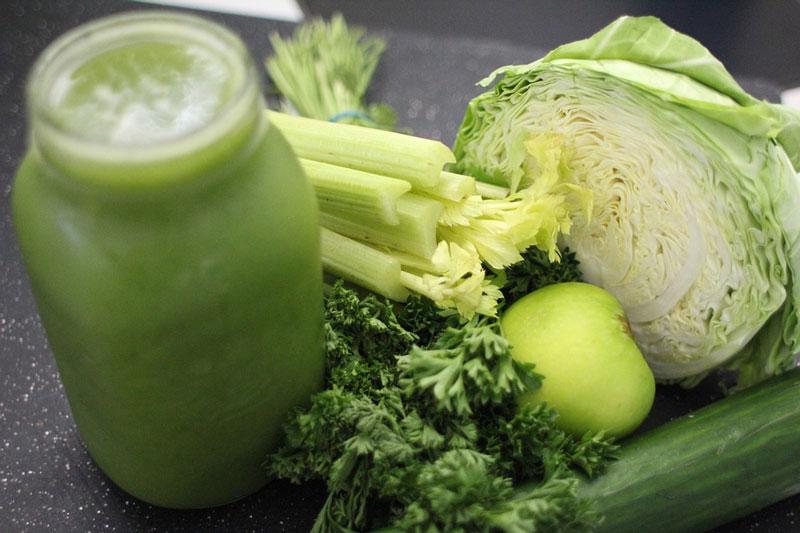 Sử dụng sinh tố từ rau quả để bổ sung vitamin cho cơ thể
