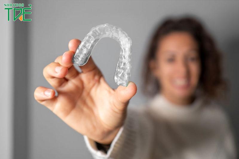 Niềng răng trong suốt tại nhà có thật sự hiệu quả hay không?