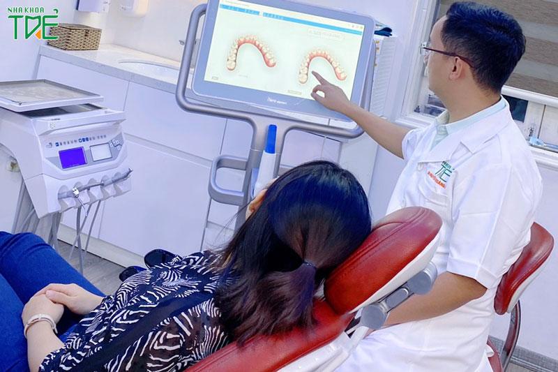 Niềng trong suốt tại Nha khoa Trẻ xem trước kết quả mô phỏng trong buổi thăm khám đầu tiên