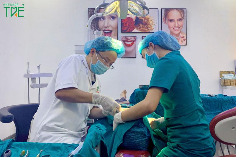 Lưu ý lựa chọn nha khoa uy tín có bác sĩ tay nghề cao và máy móc hiện đại