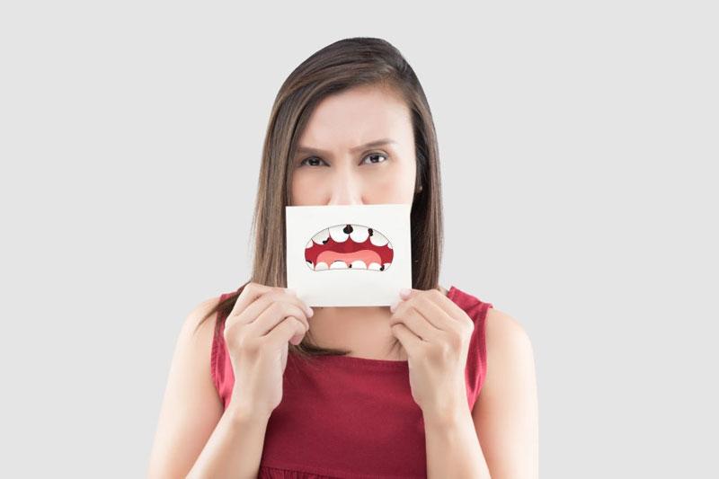 Sâu răng gây hôi miệng phải làm sao?