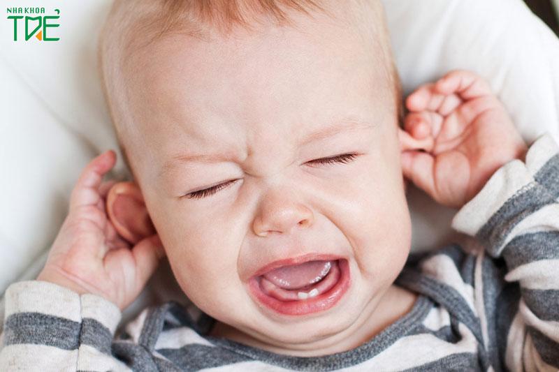 [Chuyên gia tư vấn] Trẻ mọc răng quấy khóc phải làm sao?