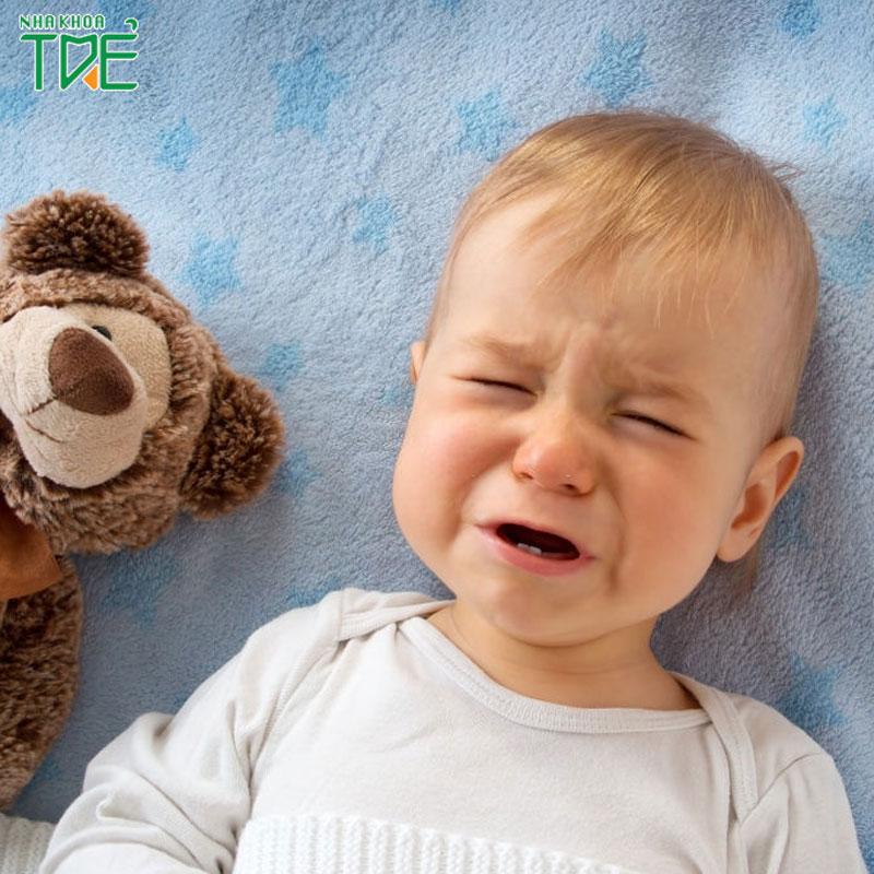 Bé mọc răng bị sốt phải xử lý như thế nào?