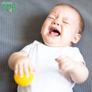 Bé mọc răng sớm có sao không?