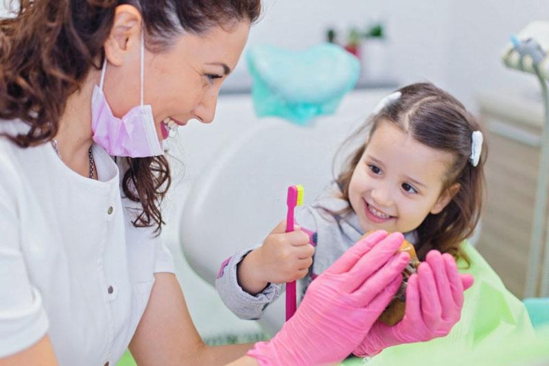 Hướng dẫn bé chải răng đúng cách