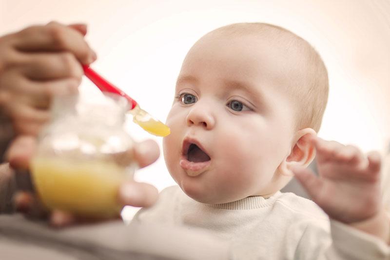 Lưu ý đến chế độ ăn uống của bé trong giai đoạn mọc răng