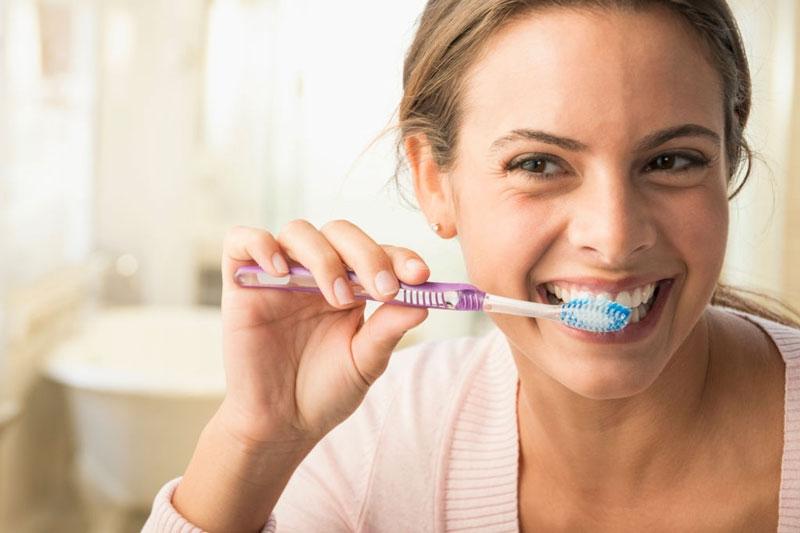 Lưu ý vệ sinh răng miệng đều đặn mỗi ngày