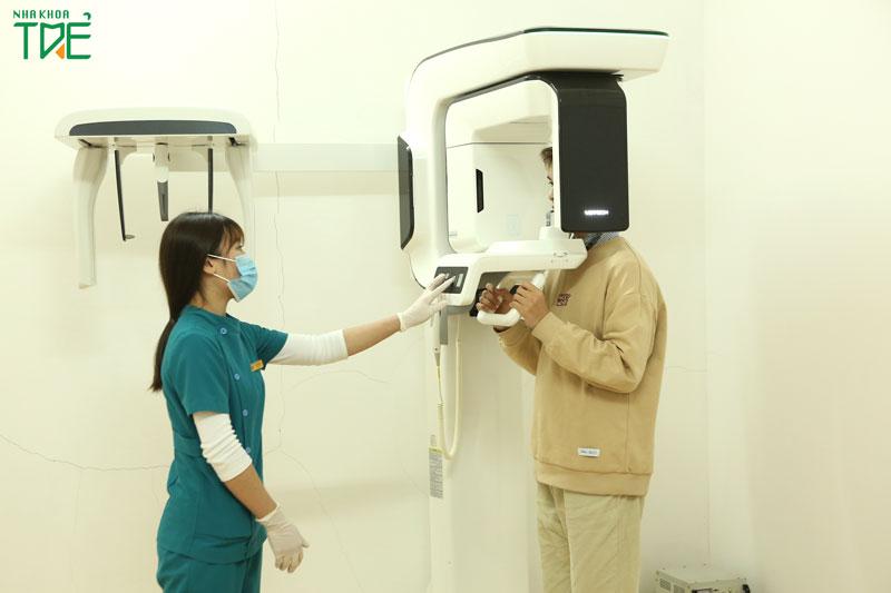 Chụp X-quang răng để xác định tình trạng của răng