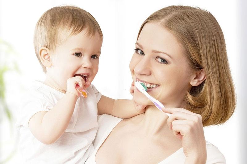 Nên chăm sóc kỹ lưỡng những chiếc răng đầu tiên của trẻ