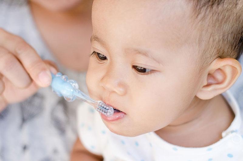 Chải răng đúng cách cho bé
