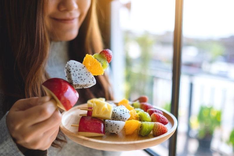 Nên ăn nhiều rau quả để phòng ngừa sâu răng