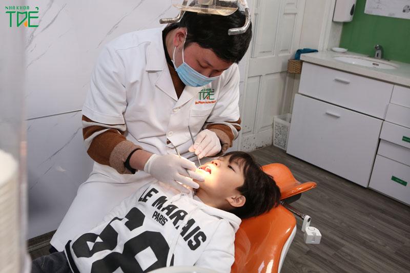 Khám răng định kỳ kiểm soát tốt bệnh lý răng miệng