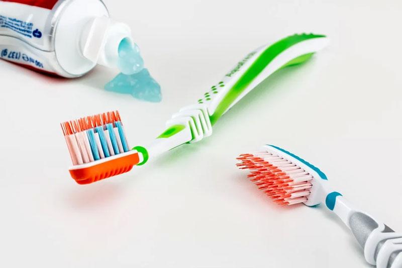 Lựa chọn bàn chải và kem đánh răng phù hợp