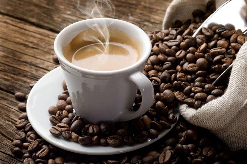 Không nên uống cà phê khi bị chảu máu chân răng