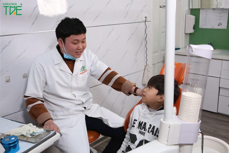 Nên làm công tác tư tưởng trước khi chụp X-quang răng cho bé
