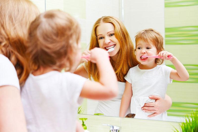 Chăm sóc răng miệng đúng cách để bảo vệ sức khỏe cho bé