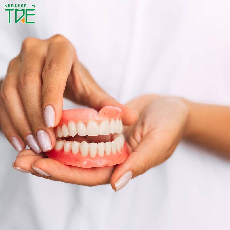 Quy trình làm răng giả tháo lắp diễn ra như thế nào?