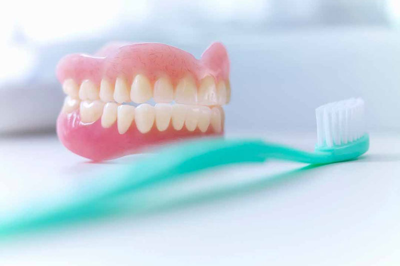 Chăm sóc răng giả đúng cách giúp tăng tuổi thọ