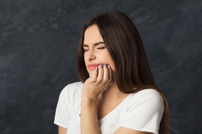 Sâu răng vào tủy gây đau nhức nghiêm trọng