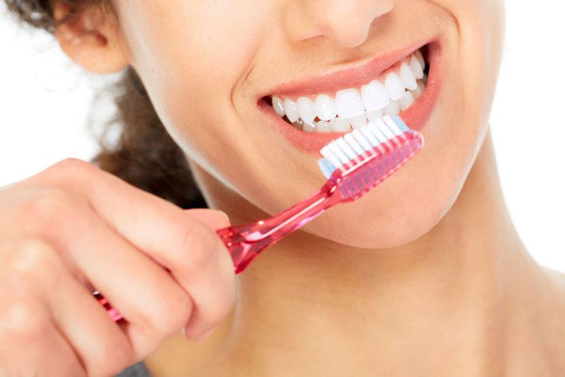 Lưu ý không chải răng vào vị trí mới nhổ răng
