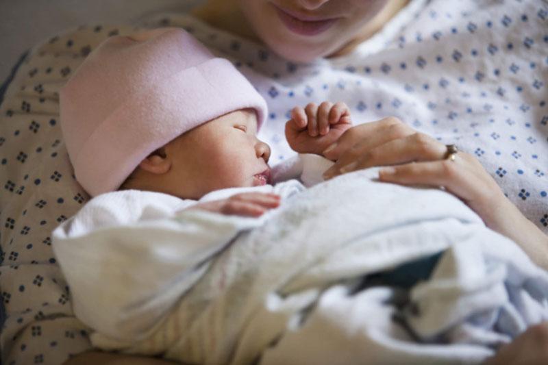 Nếu trẻ mới sinh nhẹ cân, thiếu tháng thì dễ xảy ra hiện tượng chậm mọc răng