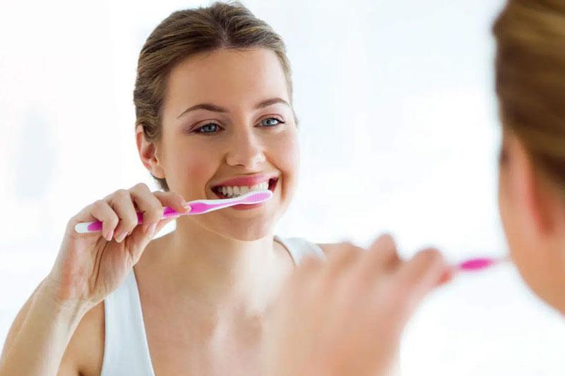 Chải răng đúng cách giúp giảm ê nhức răng