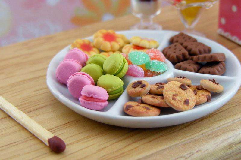 Trẻ ăn nhiều bánh kẹo làm tăng nguy cơ sâu răng